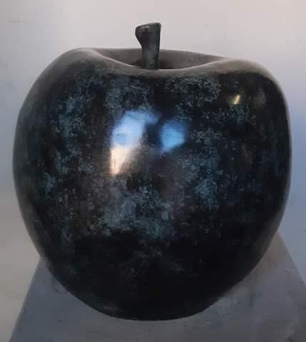 Pomme en bronze